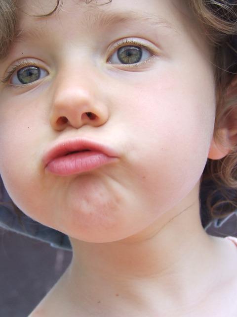 הילד  לוקח כל דבר לפה – תופעת ויסות חושי?